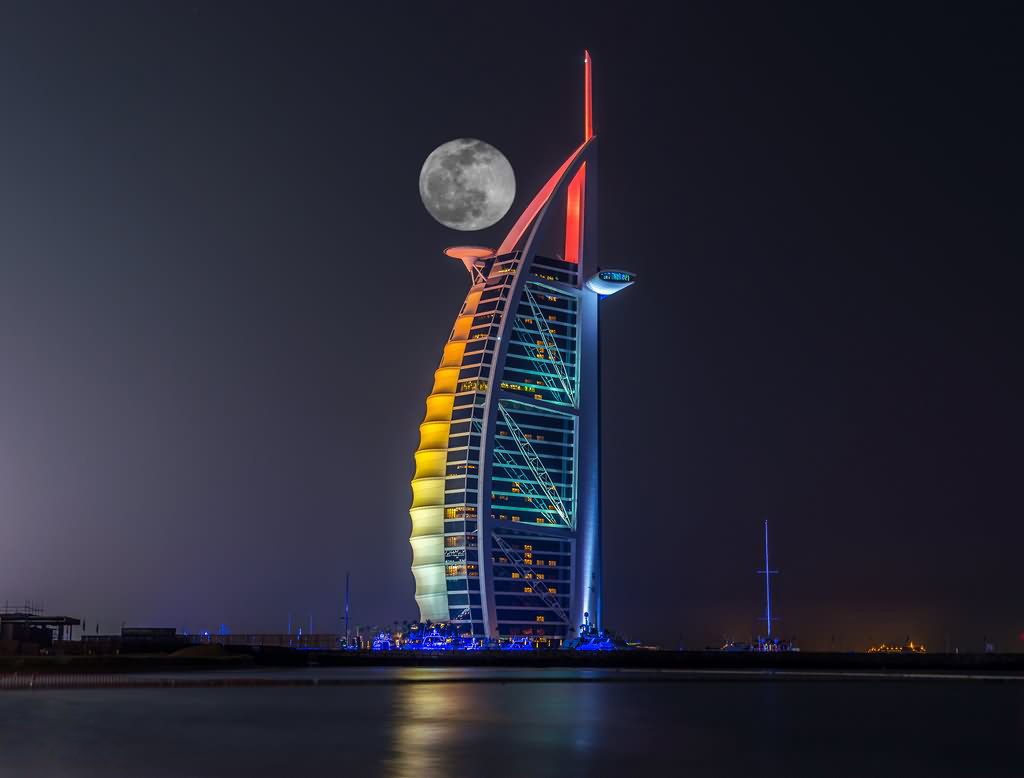 Beautiful Picture Of Burj Al Arab With Full Moon