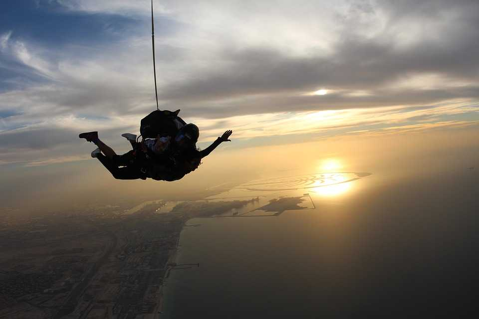 skydive dubai evening image